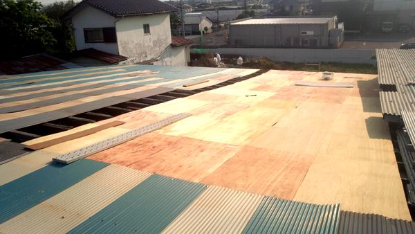 昔の味たまご農場堆肥舎の屋根