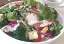 温泉卵のっけサラダでビタミンCと食物繊維もたっぷり