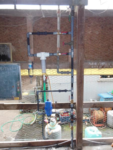 新しい給水の配管はドサトロンとRuscoスピンダウンフィルター